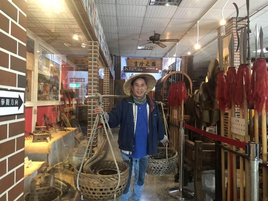 國家工藝師郭常喜推出傳統古鐵農具收藏展。(林瑞益翻攝)