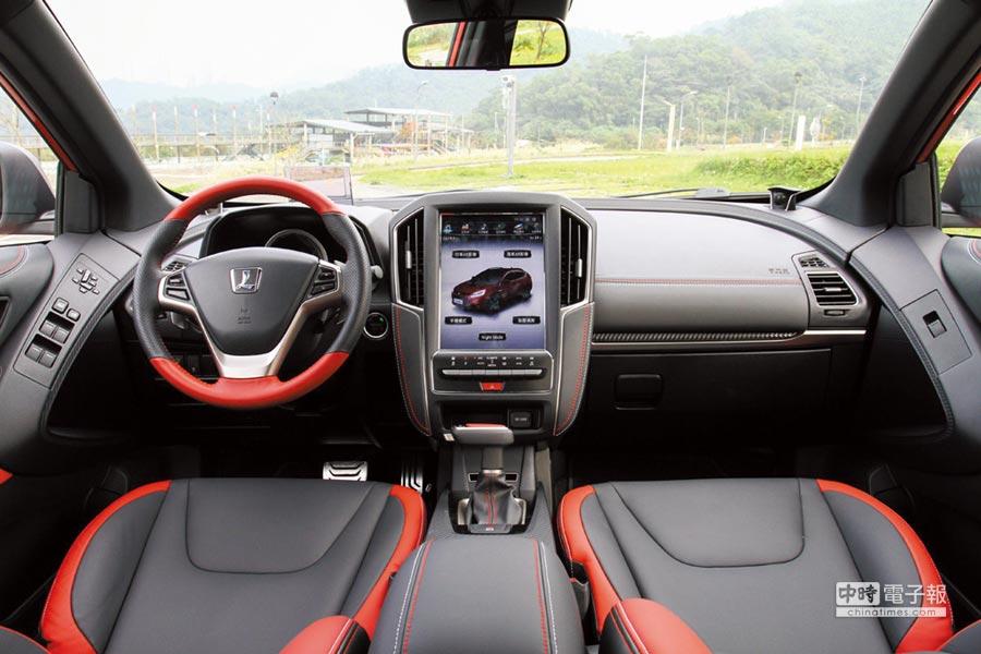 GT220車艙空間展現科技感十足的前衛氛圍,並以紅黑雙色鋪陳增添動感氣息。圖/陳慶琪