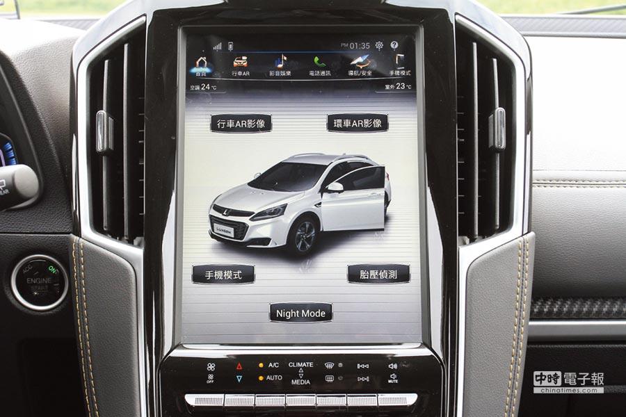 12吋多功能 HD觸控式中控螢幕,可選擇車上鏡頭觀看四周,備有AR View+系統及APA智駕輔助停車等先進配備。圖/陳慶琪