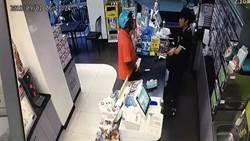 急中生智!18歲超商店員一包菸勸退持刀匪
