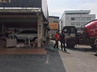 混凝土車撞進高雄知名烤鴨店 3人輕傷送醫