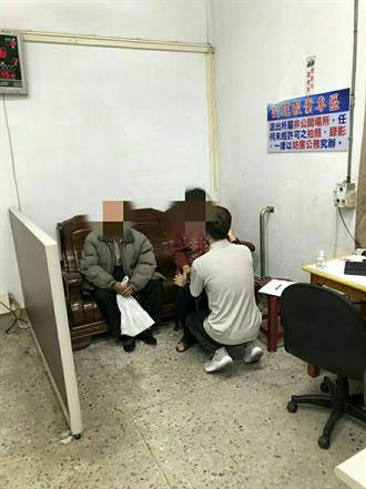 影》偷走視障老翁5000彩券 刺青男被逮下跪道歉