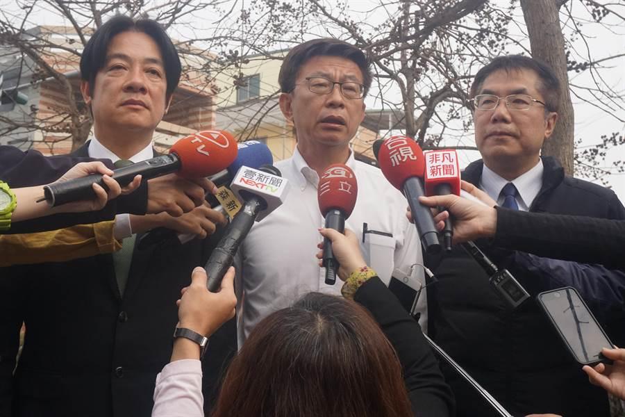 郭國文呼籲選民出來踴躍投票,用實際行動來捍衛民主。(李其樺攝)