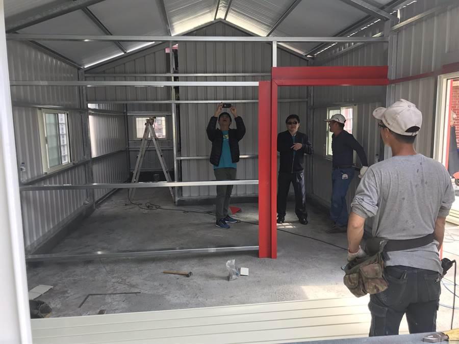 鐵皮屋約25坪,規畫兩房一廳,還將有無障礙空間的設計。(北斗警分局提供)