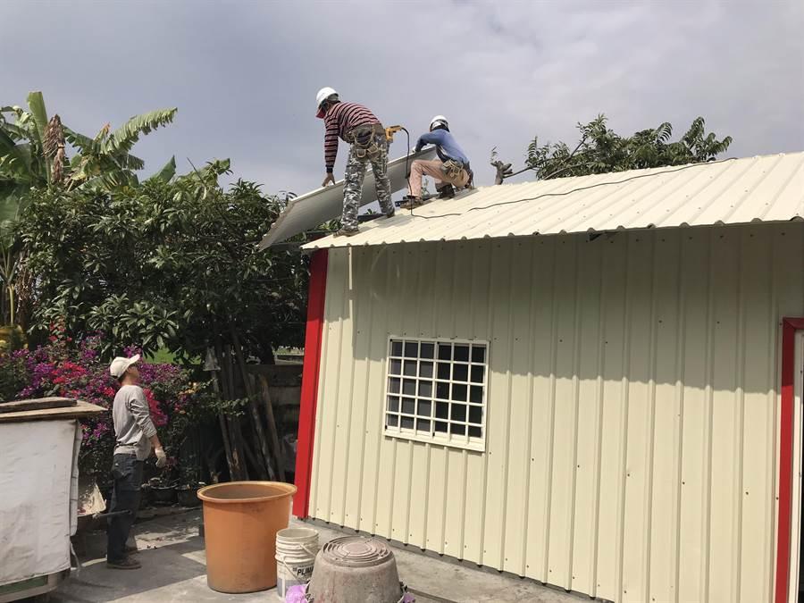 鐵皮屋預計5個工作天就能搭建完成。(北斗警分局提供)