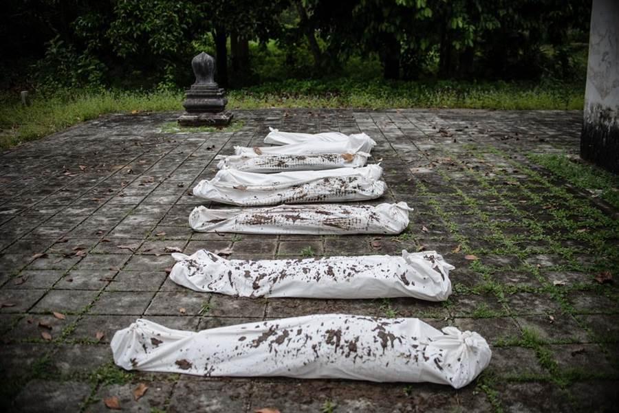 哈利斯科州警方15日表示,共19人疑遭毒販集團分屍,並將其屍塊分裝成袋棄於汙水渠,推估受害人數可能更高。(示意圖/達志影像)