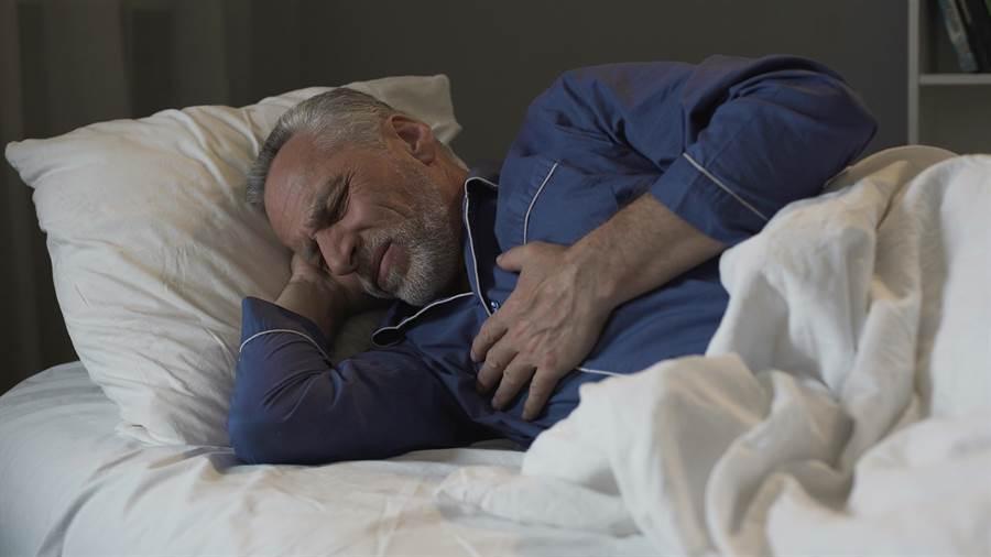 嚴重的睡眠呼吸中止症患者,每晚呼吸困難的次數可達500次以上。示意圖,非案例本身。(台灣睡眠醫學會提供)