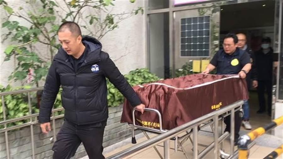 萬華今早發生疑似街友凶殺案件。(陳鴻偉翻攝)
