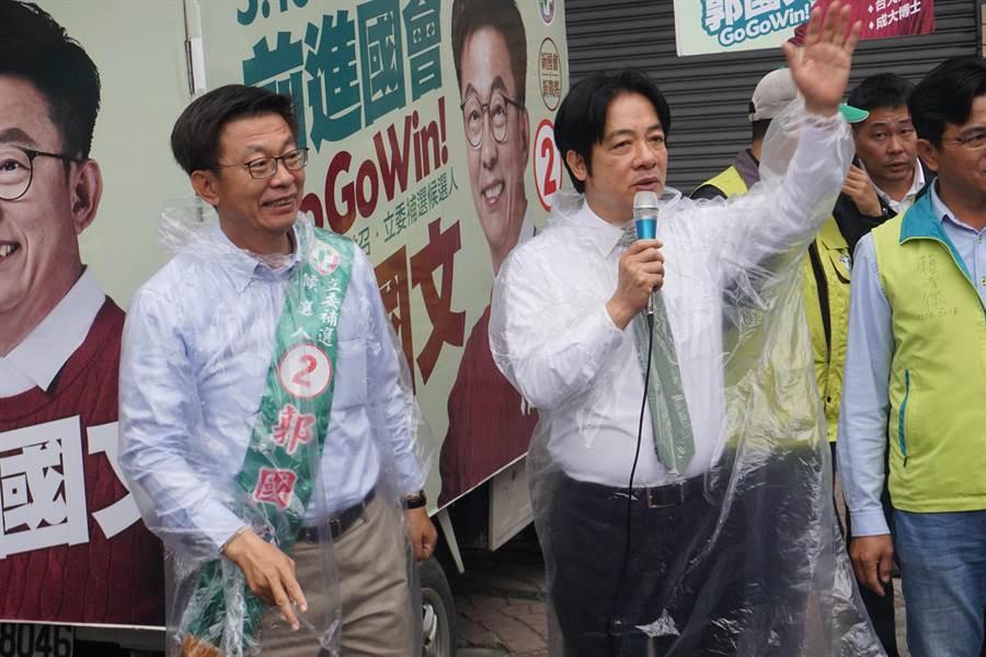 台南市立委補選當選人、民進黨籍郭國文(左)。(圖/資料照片)