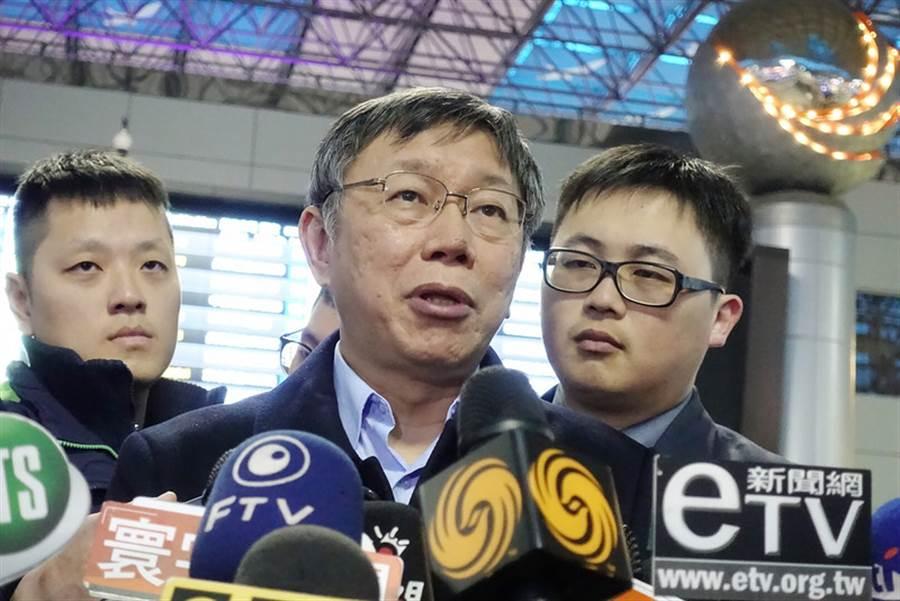 民進黨在這次4席立委補選守住兩席,台北市長柯文哲(中)16日搭機赴美前受訪對此表示,若如今一切都回歸基本盤。(中央社)