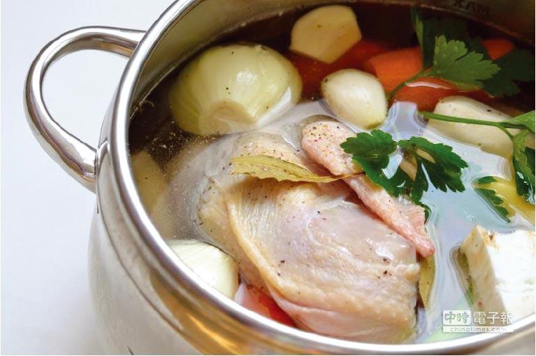 元氣蔥蒜雞湯     圖/美國沙朗大師頂級鍋具提供