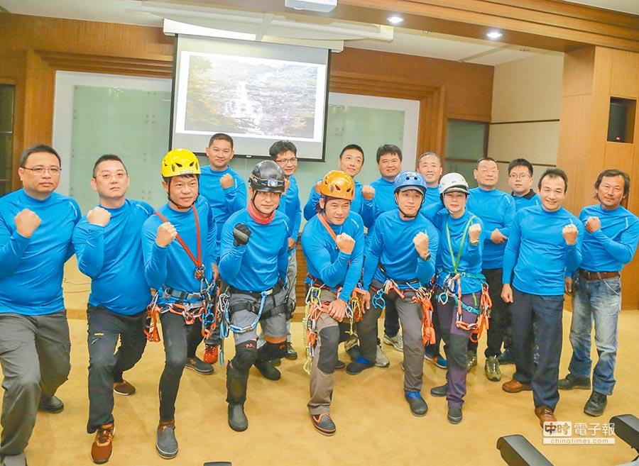 中華民國溪谷運動協會15日出發挑戰台灣第一高瀑-蛟龍瀑布下溯,並首度完整記錄過程。(張亦惠攝)