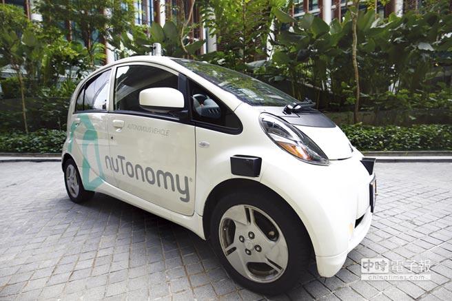 新加坡積極打造自駕車發展環境,圖為自駕車軟體新創公司nuTonomy在當地試車。圖╱美聯社