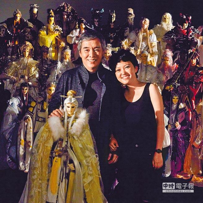 黃強華(左)跟女兒黃政嘉一起打造霹靂布袋戲全新紀元。  圖片提供霹靂國際多媒體