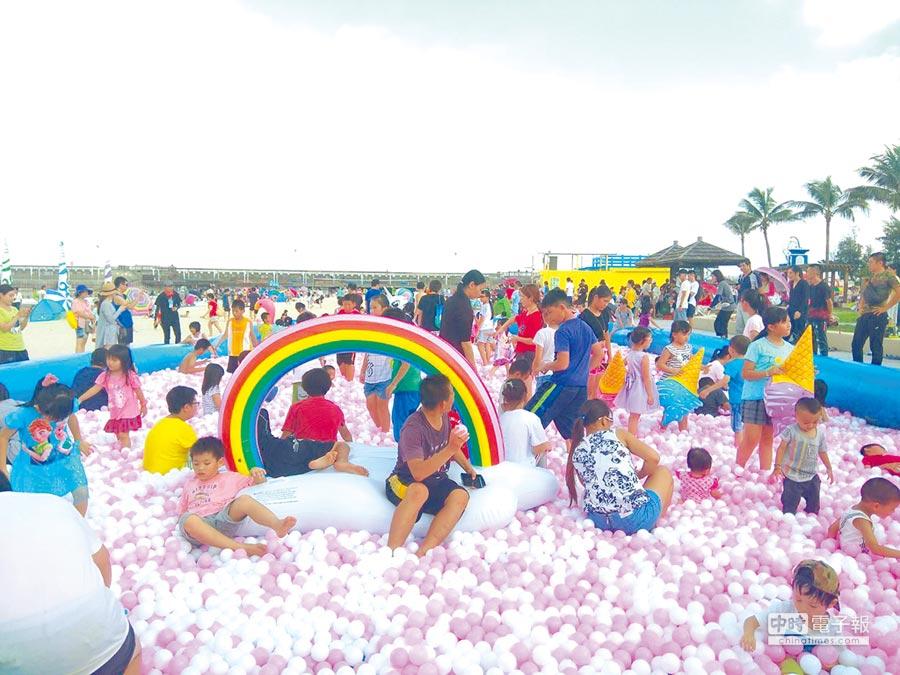 已連辦12年的海之夏祭是嘉義縣每年暑假的大型活動,今年卻面臨前任縣長未編經費的窘境。(嘉義縣政府提供)