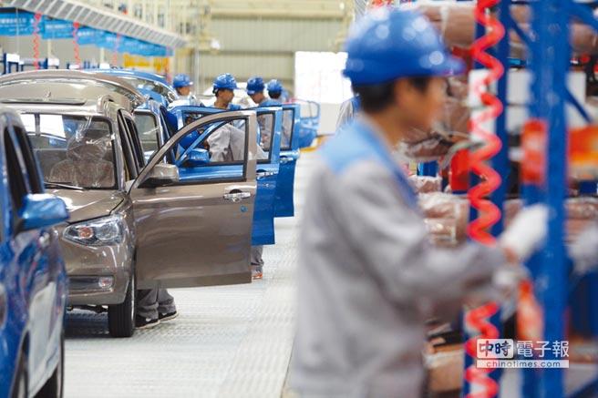2018年大陸汽車產銷增速較2017年同期分別下降4.2%和2.8%,為20多年來首度出現負增長。圖/中新社