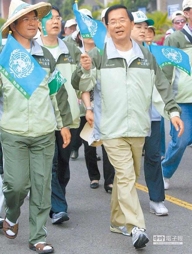 2008年3月10日,為拚公投入聯,時任總統陳水扁(前右)參加台南縣入聯公投苦行。(本報系資料照片)