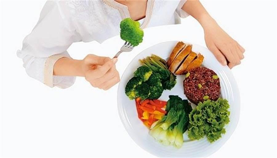 吃對食物,找到正確的飲食順序,就不擔心發胖。 (圖/陳德信)