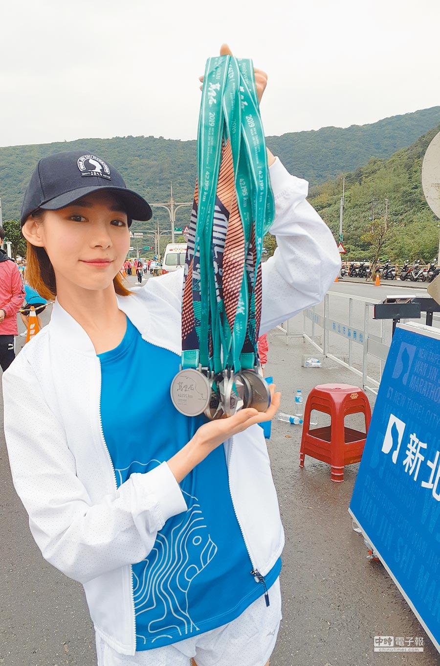 林明禎昨一早現身馬拉松賽事現場。