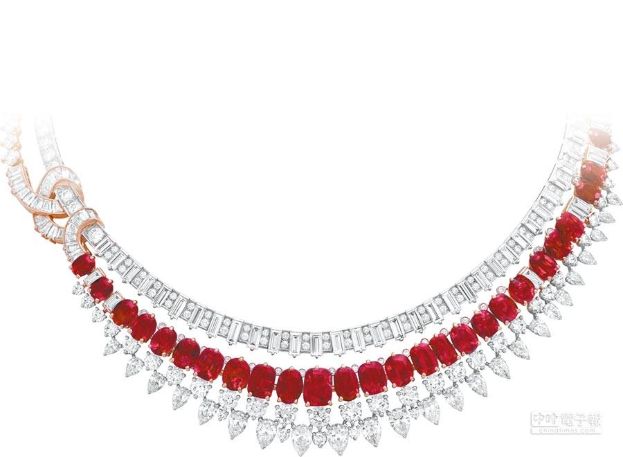 梵克雅寶多個主題致敬紅寶石,Rivieres項鍊帶有印度概念,以河流倒影為靈感。(梵克雅寶提供)
