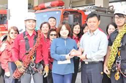 救難更有力 中心碑分隊獲贈登山裝備