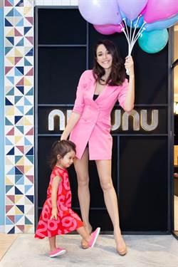 童裝品牌開新店  瑞莎露美腿秀「攬客」神器