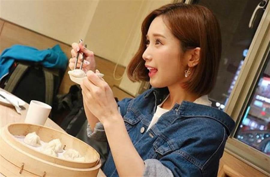 小島南大吃台灣美食,表示最愛小籠包。(翻攝自小島南IG)