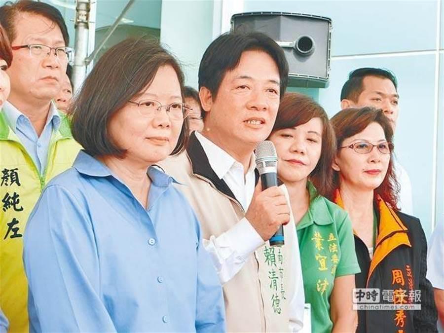 總統蔡英文(前左)、前行政院長賴清德(前右)。(中時資料照)