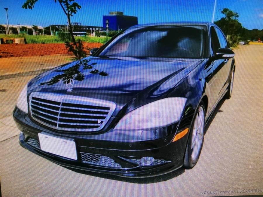 葉姓車商涉詐107萬保金,找人開走他的賓士車。(陳鴻偉翻攝)
