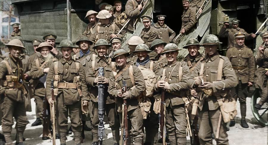 《他們不再老去》採用各種不同戰役的訪談與畫面。(華納兄弟提供)