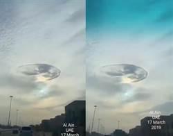 奇景!阿聯酋天空出現巨洞 網:有UFO降落?