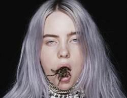 「怪奇少女」比莉艾莉許 宣傳照大膽活吞蜘蛛