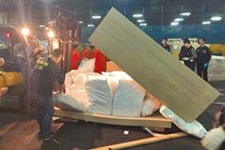 查獲1.5公噸毒品 藏合板闖關