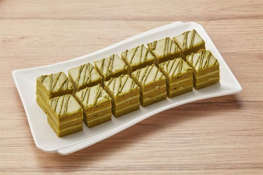 「抹茶歐貝拉」,以京都宇治嚴選抹茶戚風蛋糕和抹茶巧克力,層層相疊,每盒190g、 129元。(全聯提供)