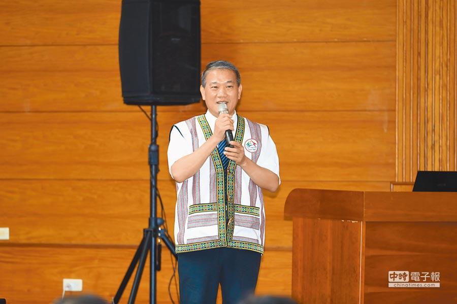 文化局長張大春表示,今年媽祖國際觀光文化節以「媽祖同行」為主題。(陳淑娥攝)