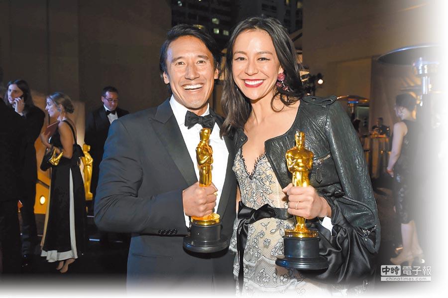 金國威(左)熱愛極限運動,與妻子伊莉莎白一起製作出奧斯卡紀錄片。(法新社)