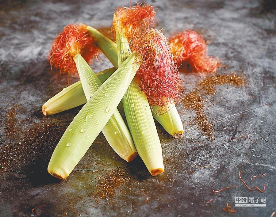 家樂福嚴選「雲林古坑有機紅鬚玉米筍」,每袋約300g、39元。(家樂福提供)