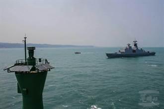 影》海軍康定級艦首度靠泊臺北港