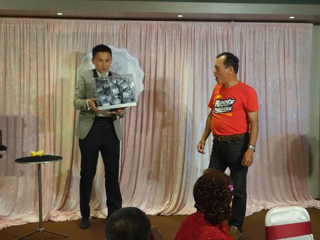 這次特別邀請到從事魔術表演十餘年魔術師吳瑀。(圖/台北市工務局公園處)