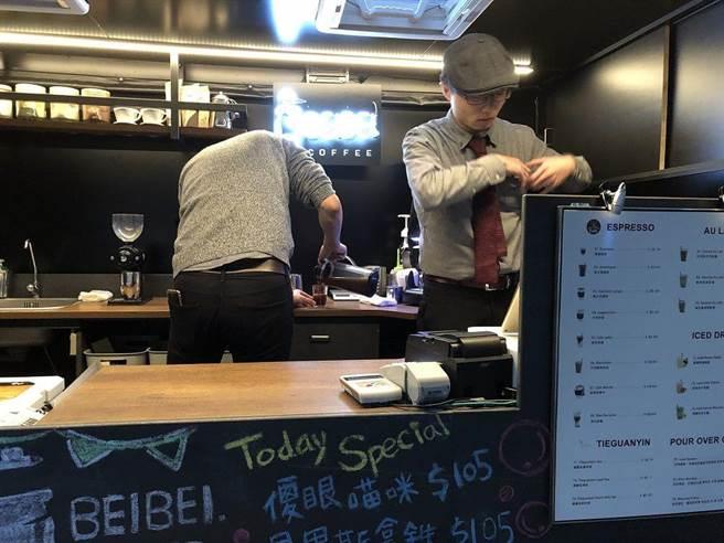 智能綠能咖啡車「咖啡杯杯」。(圖/北市工務局公園處)