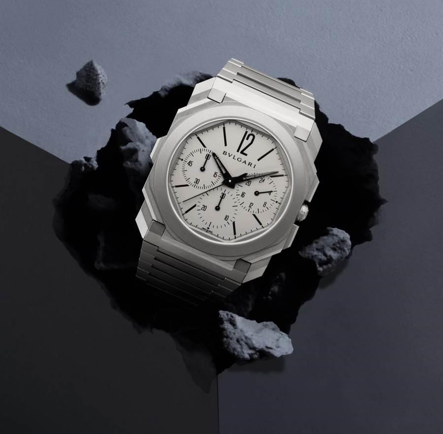 寶格麗創下史上最薄計時碼表的Octo Finissimo超薄計時碼表,機芯僅3.3mm,整支表厚度僅有6.9mm,售價55萬9000元。(BVLGARI 提供)