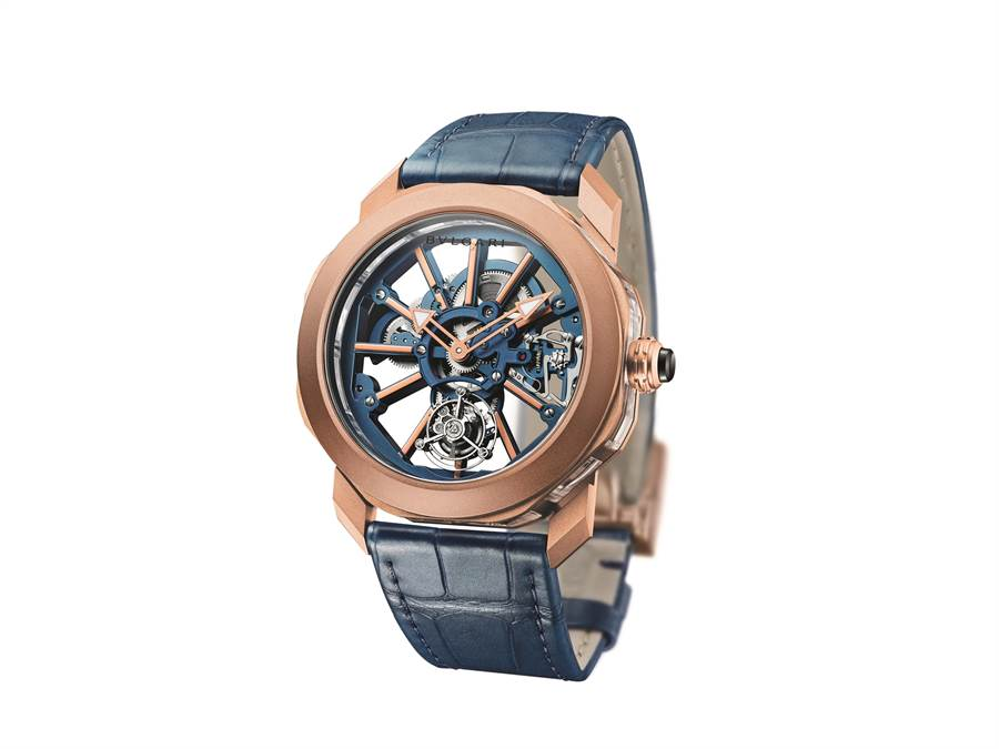 寶格麗Octo Roma玫瑰金水晶陀飛輪腕表,藍色 BVL 206 自製機芯搭配玫瑰金表橋和時標,風格時尚,281萬元。