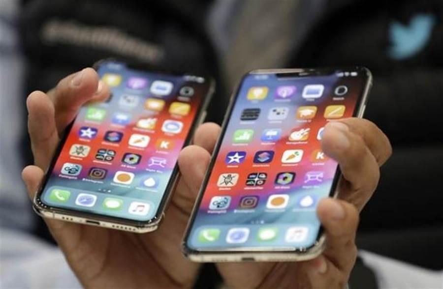 高階iPhone轉由印度生產?圖為蘋果去年推出的旗艦機款。(美聯社資料照片)