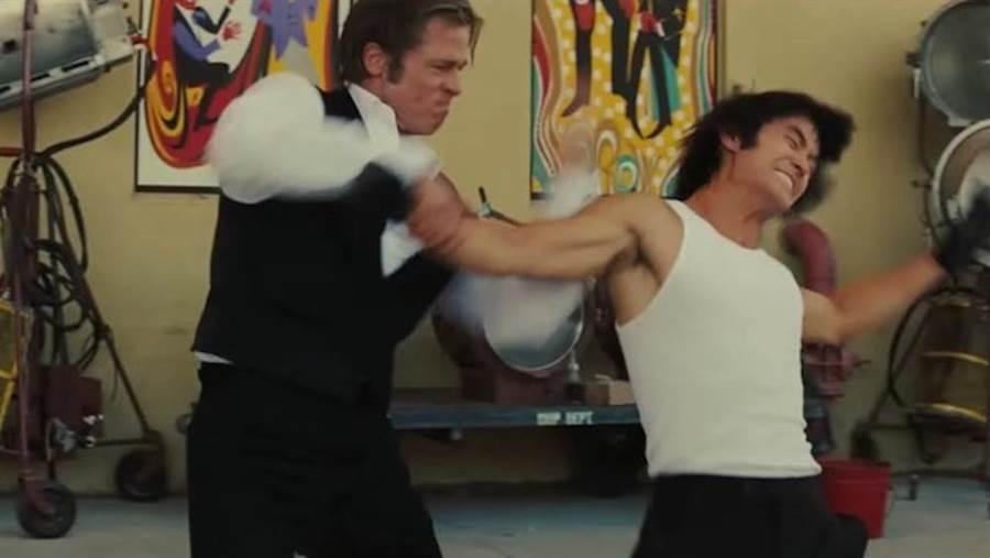 布萊德彼特(左)與李小龍對打。(翻攝自網路)
