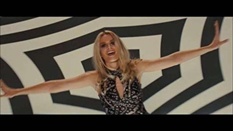 瑪格羅比飾演莎朗蒂。(翻攝自網路)