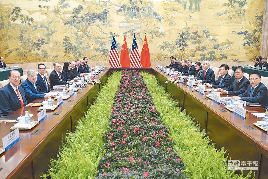 中美將進行新一輪經貿磋商,圖為2月14日舉行的中美經貿高級別磋商會議。(新華社)