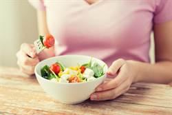看起來比同年齡「幼齒」多吃3色食物是致勝關鍵