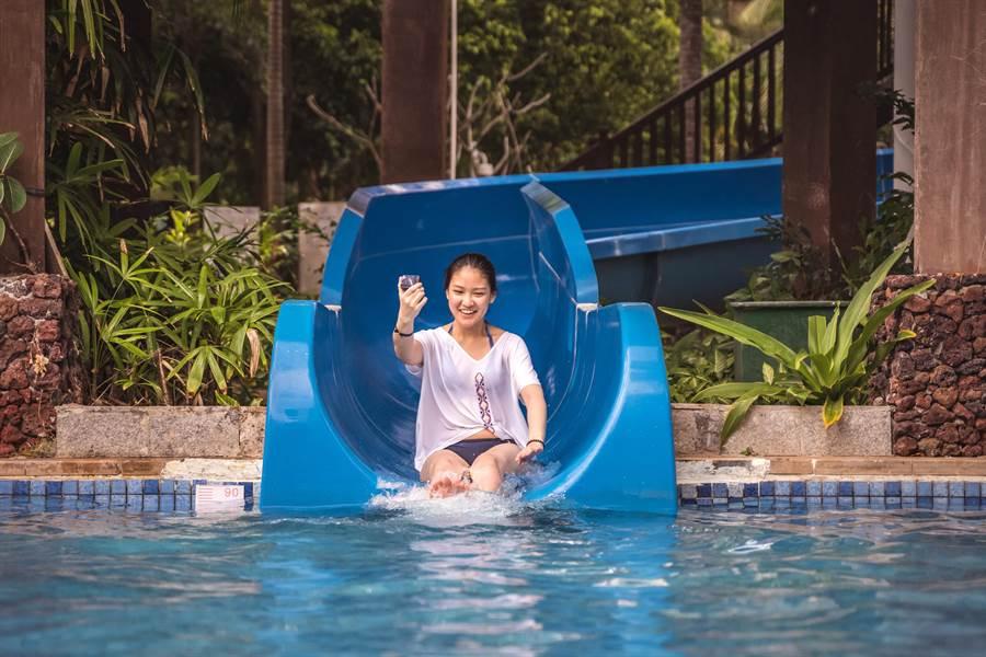 渡假村內有許多水上遊樂設施讓你免費玩翻天。(攝影/沈弘欽)