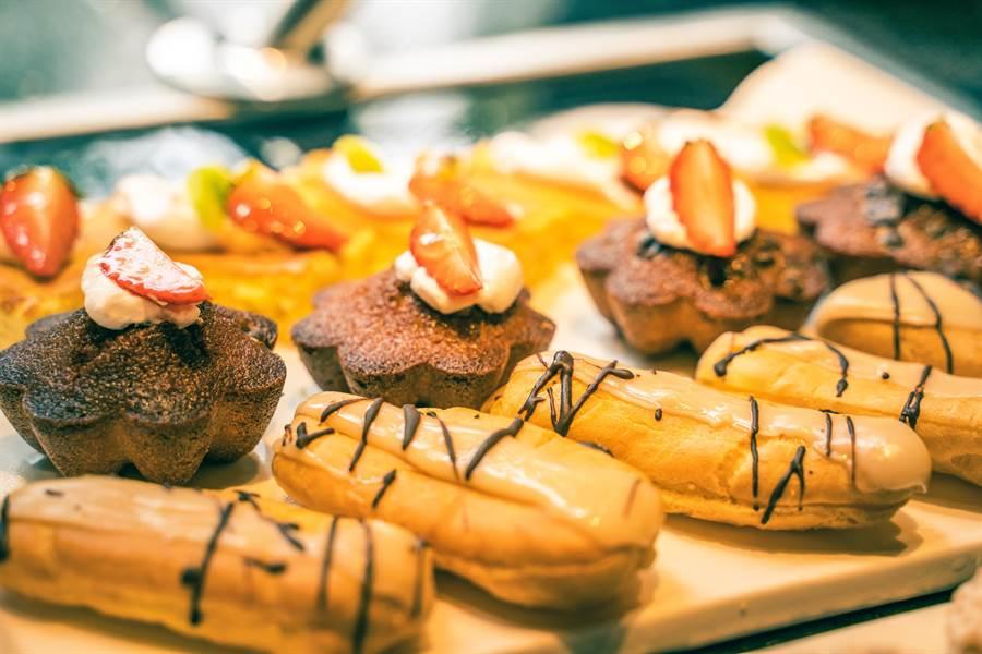 渡假村內提供各國經典料理和點心,可以免費吃到飽。(攝影/沈弘欽)