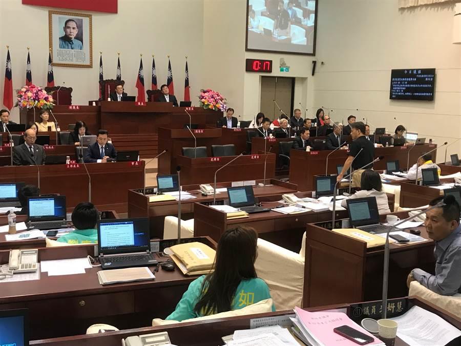 新竹市議會第10屆第2次臨時會22日下午審議市府提案,總計41案中,大會通過28案。(陳育賢攝)